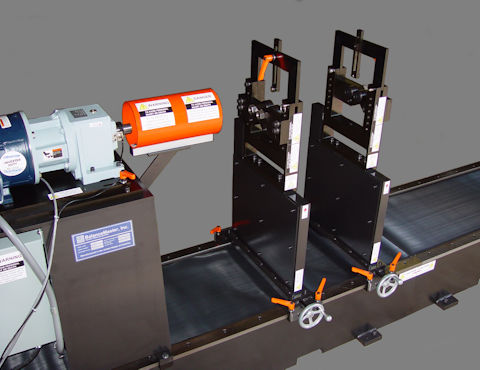 Horizontal balancing machine, end-drive